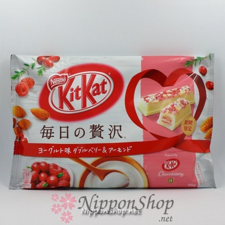 KitKat Yoghurt Double Berry & Almond